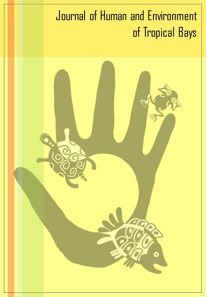 Capa da revista, em cor amarela, com o desenho de uma mão aberta formando o desenho de uma baía e com desenhos de um peixe, uma tartaruga e uma perereca formado por linhas seguindo o estilo de desenho de povos tradicionais de áreas costeiras